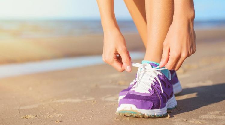Correr en la playa: consejos para evitar lesiones en la temporada de verano